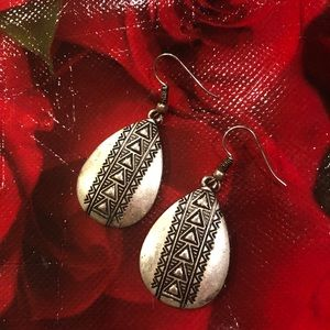 Jewelry - Silver earrings with etched design
